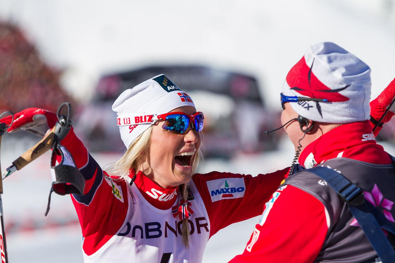 theres-johaug-jubler-etter-seier-på-30 kilometerfri-teknikk-kvinner-under-ski-vm-i-oslo-2011